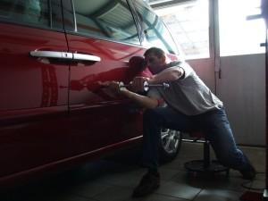 Устранение вмятин, царапин и неровностей на кузове